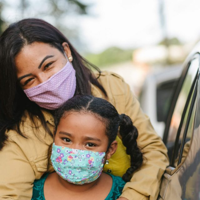 Portrait-of-mother-and-daughter-wearing-protective-mask-on-the-street-1257026639_2123x1417